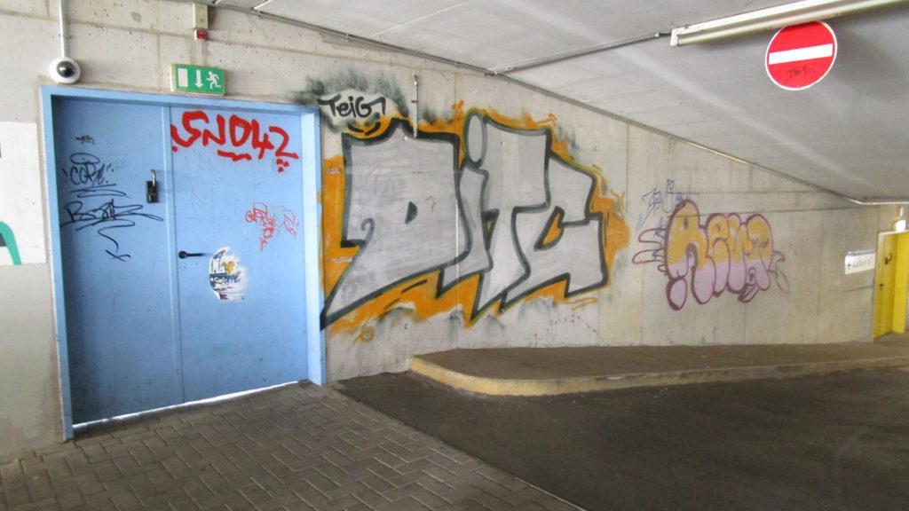 Graffitientfernung Oldenburg Parkhaus am ZOB 100